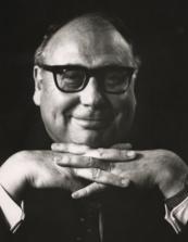 Heinz Erhardt in Denkerpose